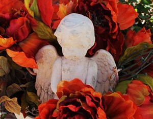 Grave_Decor_Angel_With_Red_Rose_Flowers